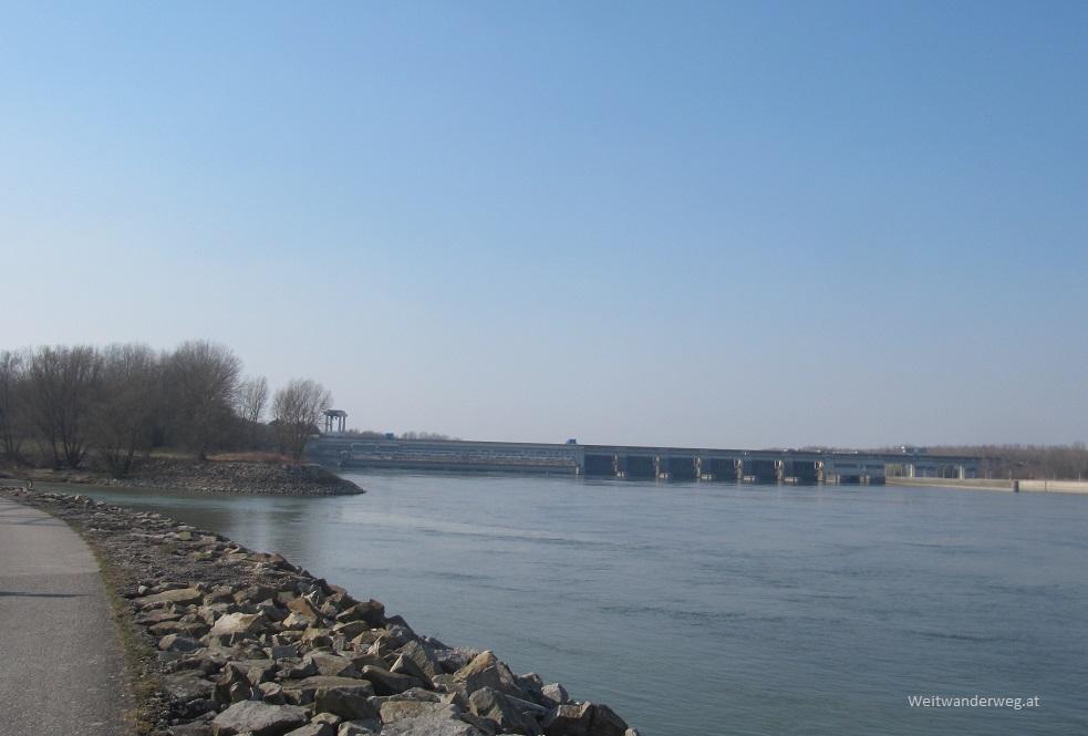 Mündung der Traisen in die Donau unterhalb des Kraftwerkes Altenwörth