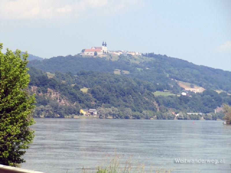 Die Donau bei Metzling in Niederösterreich, im Hintergrund Maria Taferl