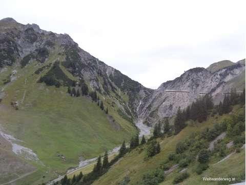 Arlbergstraße auf Vorarlberger Seite