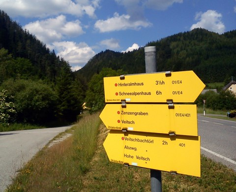Wanderwegweiser in Neuberg an der Mürz