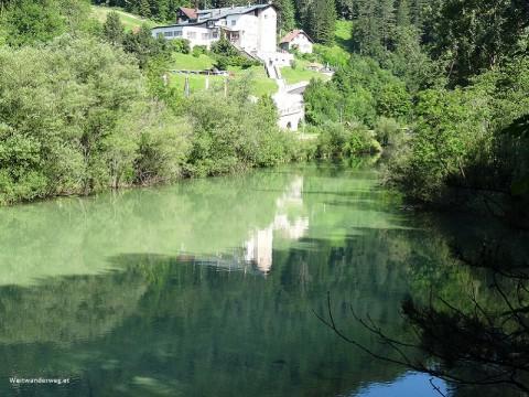 Fluss Schwarza in Hirschwang bei der Talstation der Rax Seilbahn