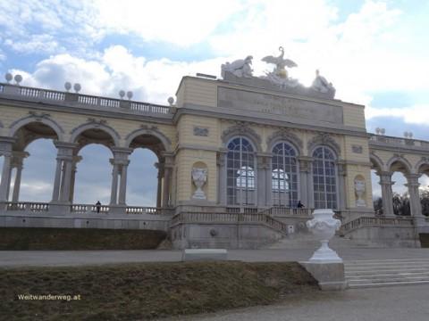 Die Gloriette im Schlosspark Schönbrunn in Wien