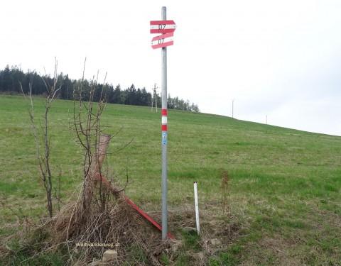 Weitwanderwegweiser beim Hutwisch, Bucklige Welt, Niederösterreich