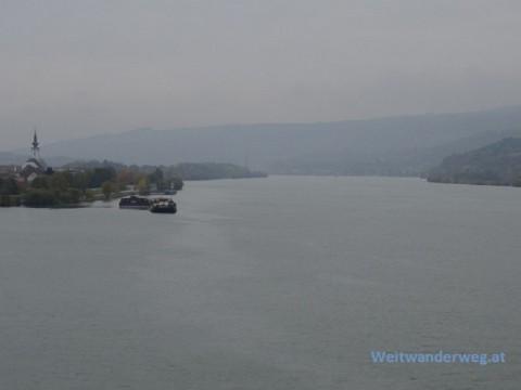 Blick auf die Donau von der Donaubrücke bei Pöchlarn