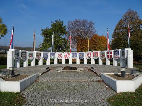 Nibelungendenkmal Pöchlarn, Bechelaren