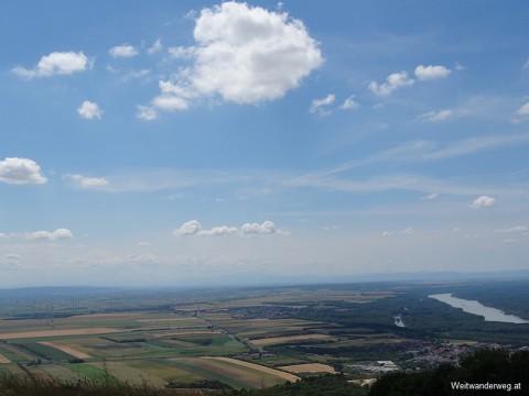 Ausblick vom Hundsheimer Berg in Niederösterreich Richtung Westen