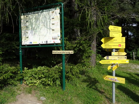 Wanderwegweiser in Mönichkirchen, Niederösterreich