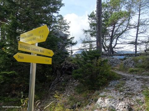 Wanderwegweiser auf der Luckerten Wand, Semmering Gebiet, Niederösterreich