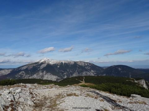 Ausblick vom Jakobskogel auf der Rax zum Schneeberg