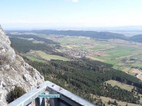 Ausblick vom Skywalk im Naturpark Hohe Wand über die Fischauer Berge, Niederösterreich