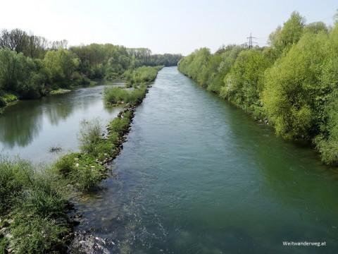 Fluss Traun bei Linz, Oberösterreich