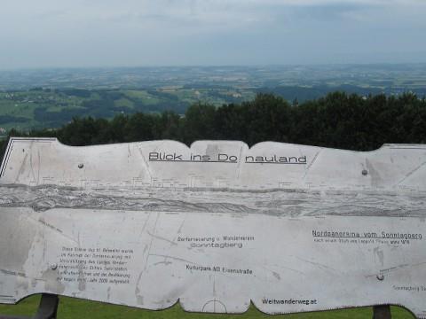 Ausblick vom Sonntagberg nach Norden ins Donautal.