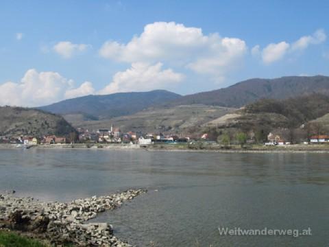 Spitz an der Donau gesehen von Hofarnsdorf in der Wachau