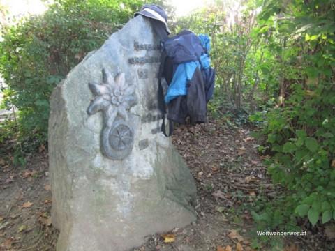 Weitwanderstein von Carl Herman im Kurpark Bad Radkersburg