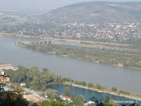 Wien, Kuchelauer Hafen, Donau, Bisamberg, Perspektive vom Leopoldsberg