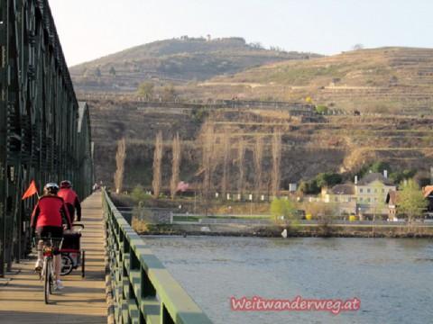 Donaubrücke zwischen Mautern und Stein an der Donau