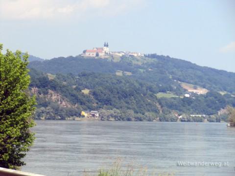 Donau bei Metzling, im Hintergrund Maria Taferl
