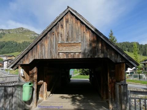Brücke in Lech am Arlberg über den Fluss Lech
