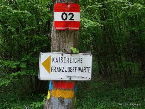 Markierung und Wegweiser auf dem Leithagebirge